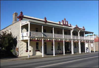 vine Psychic Paranormal Ghost Kyneton Royal George Hotel